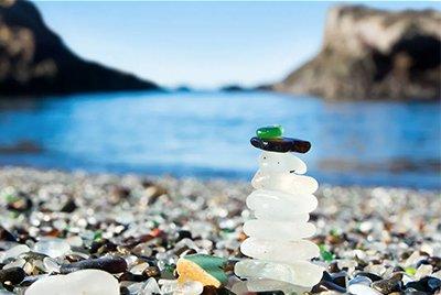 Алмазы на берегу Тихого океана: пляж в Форт-Брэгг, штат Калифорния, США